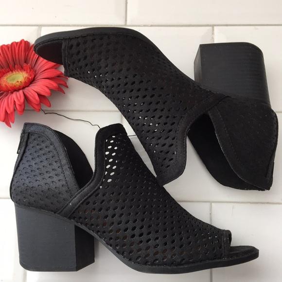 Qupid Black slip on. Size 8 generous fit Mesh